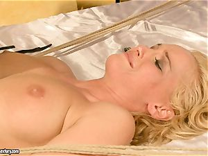 super hot Kathia Nobili gets her cootchie packed with manmeat