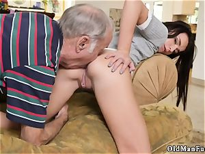 dark haired gonzo riding the aged fuckpole!