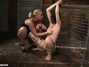 Kathia Nobili love slapping a lusty damsel
