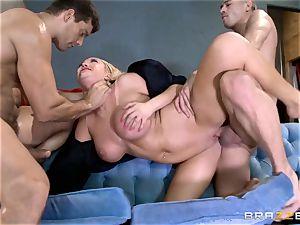 super-hot cop Summer Brielle slobber roasted by 2 criminals