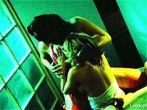 honies London Keyes and Madison Scott get erotic