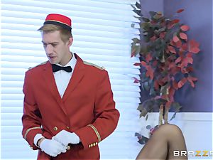 Real insatiable cougar Phoenix Marie gets deep service in motel apartment