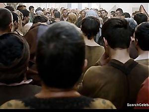 Lena Headey bares her bare body in Game of Thrones
