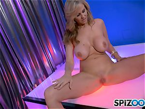 super hot stunner Julia Ann unclothes and shows us her labia pie