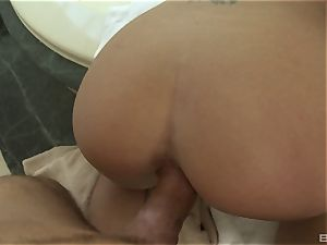 Capri Cavanni has joy on a penis