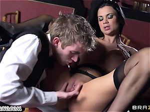 wondrous big-boobed waitress Jasmine Jae gets her cock-squeezing cootchie boinked by Danny