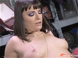 Dana DeArmond gets her fantastic taut labia slurped and played with