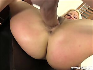 super-steamy cougar chief Does What She Wants