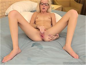 Halle Von and Her Cuck husband Take Turns gargling dick