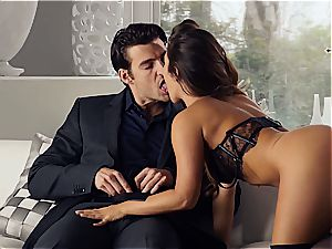 uber-sexy Eva Lovia is instructing her beau some manners before the party