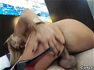 kinky platinum-blonde pumps her mature beaver