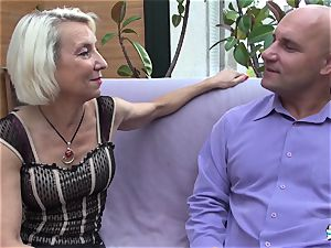 La Cochonne - French mature gets her ass fuck hole gaped