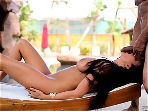 Anissa Kate strip her swimsuit to pound poolside