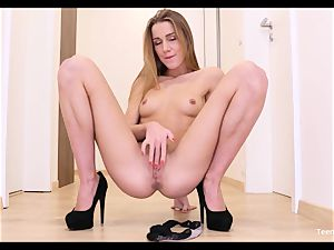 inexperienced nubile Alexis Crystal Solo Finger twat