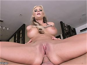 ass-fuck lover Phoenix Marie juggles her culo on a big spear